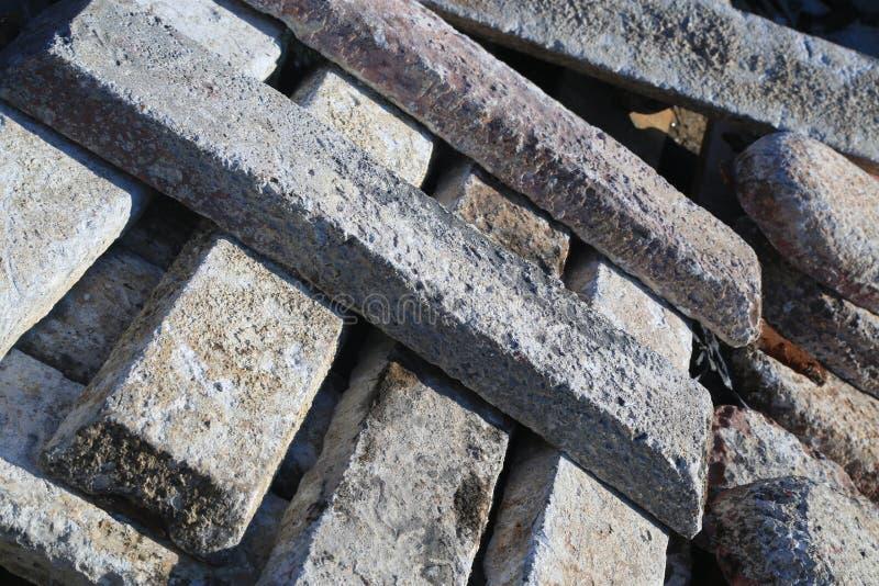 Concrete die plakken voor sporen bovenop elkaar worden gestapeld royalty-vrije stock afbeelding