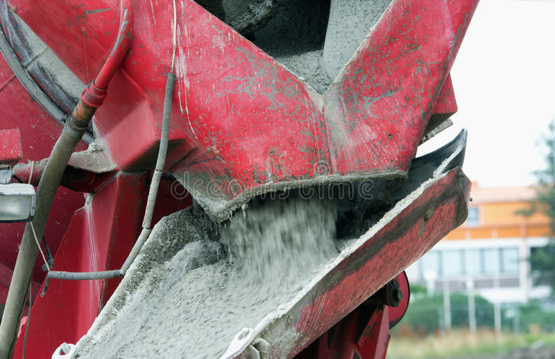 Concrete mixer gietend beton royalty-vrije stock foto