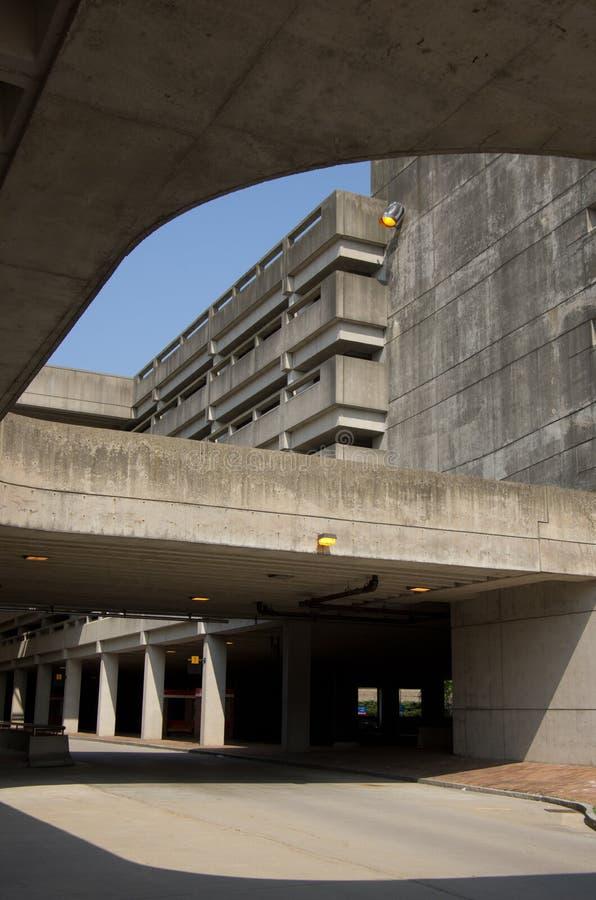Concrete parkerengarage bij MBTA-post stock foto's