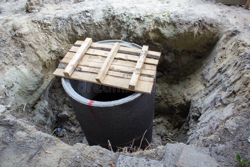 Concrete ring in een gat stock foto