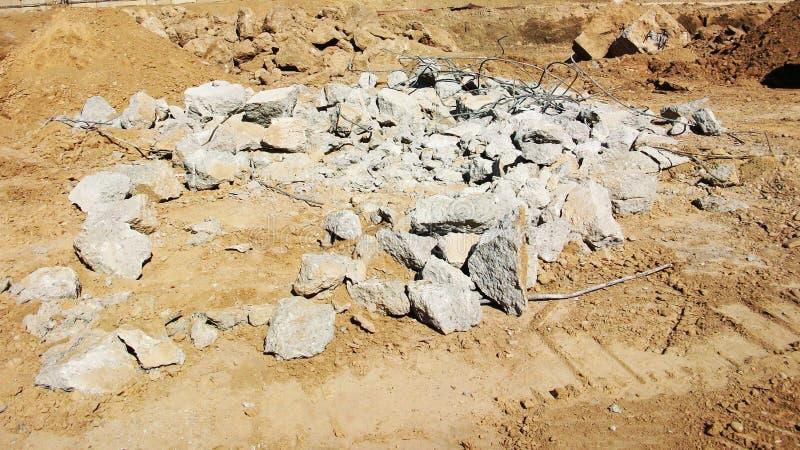 Concreto reforçado Demolished no local foto de stock