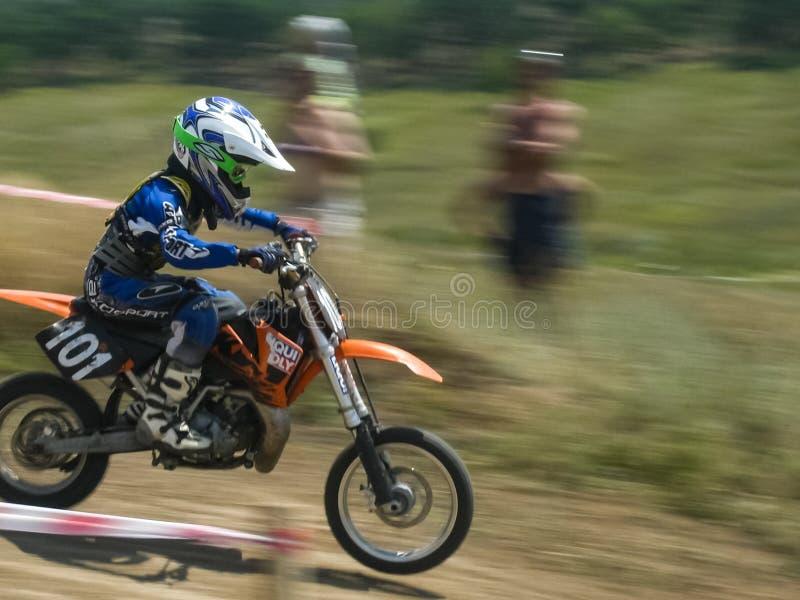 Concurrence de motocross sur les périphéries de Moscou au motodrome Motos de sport images stock