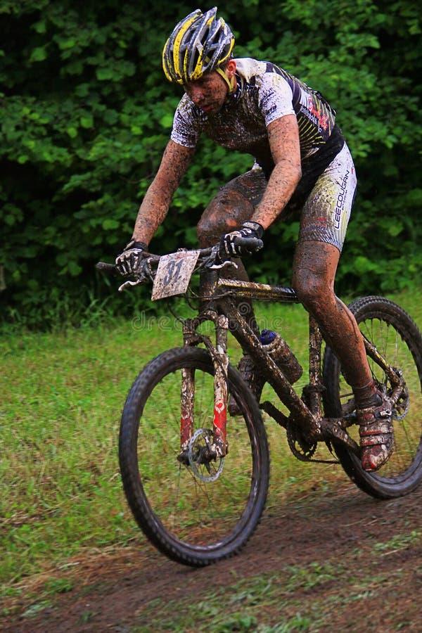 Concurrent de vélo de montagne photographie stock libre de droits
