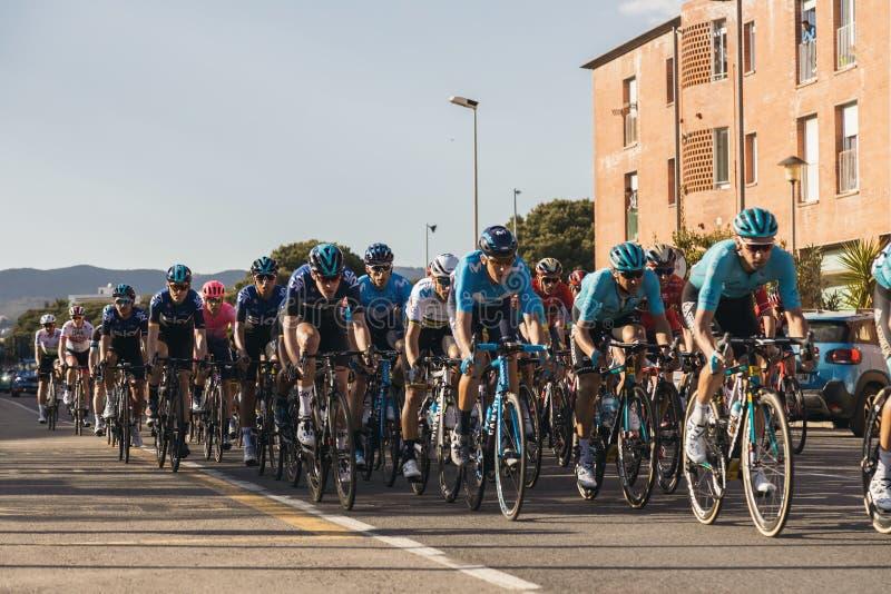 Concurrenten van Road van Volta het Cirkelen in Catalonië op stadium 2 van Mataro aan Sant Felui DE Quixols 26 03 2019 Spanje stock afbeelding