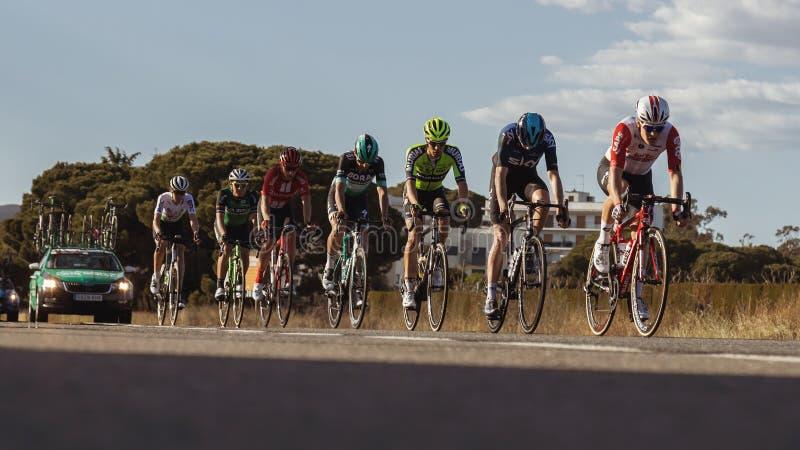 Concurrenten van Road van Volta het Cirkelen in Catalonië op stadium 2 van Mataro aan Sant Felui DE Quixols 26 03 2019 Spanje royalty-vrije stock fotografie