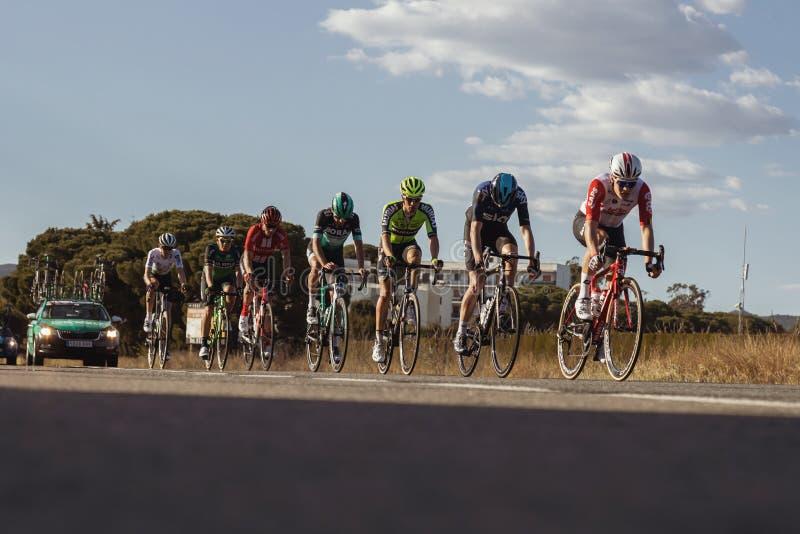 Concurrenten van Road van Volta het Cirkelen in Catalonië op stadium 2 van Mataro aan Sant Felui DE Quixols 26 03 2019 Spanje royalty-vrije stock afbeeldingen