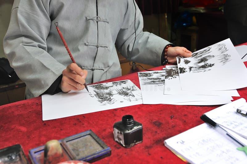 Condado de Sangzhi, China - 20 de março de 2018; O homem chinês era imagem de pintura tradicional de Zhangjiajie Forest Park naci fotografia de stock royalty free