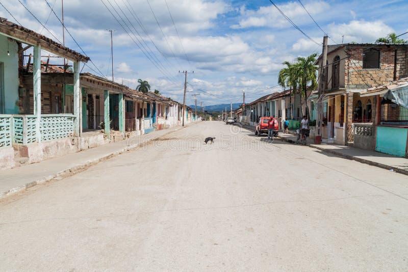 CONDADO, KUBA - 9. FEBRUAR 2016: Straße in Condado-Dorf in Tal Valle de Los Ingenios nahe Trinidad, Cu stockbilder