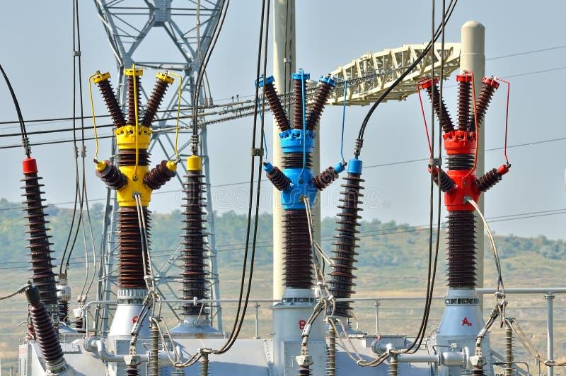 Condensadores eléctricos de la central eléctrica fotografía de archivo libre de regalías