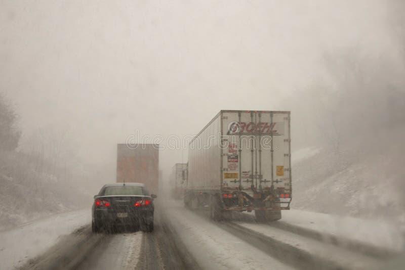 Condições de condução do inverno fotos de stock