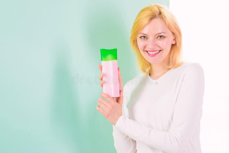 Condición correctamente Producto del tratamiento de la belleza Sistema de champú y de acondicionador hidratantes El blonde de la  fotografía de archivo