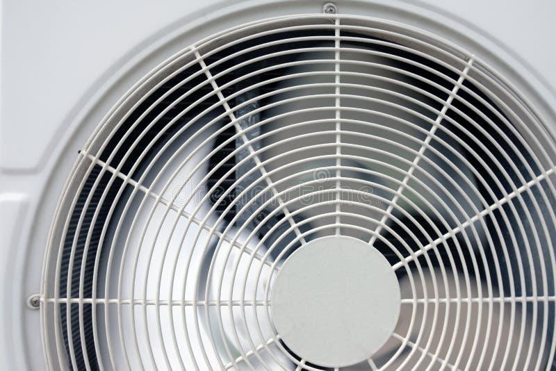 Condicionador de ar do fã da bobina da unidade do condensador fotos de stock