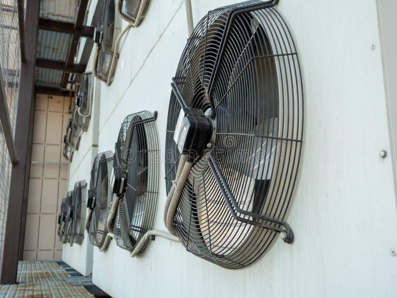 Condicionador de ar refrigerando comercial da ATAC do fã industrial fotografia de stock royalty free