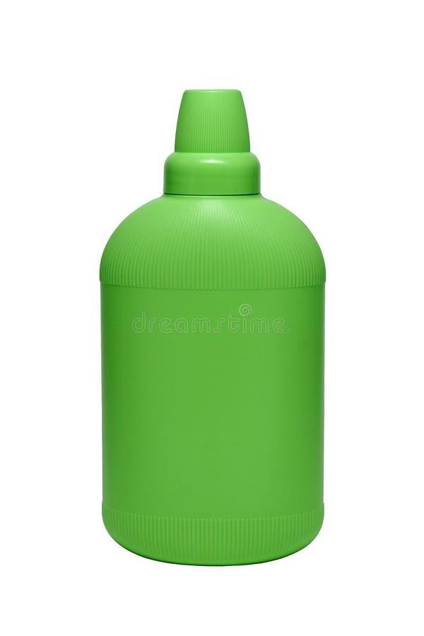 Condicionador do emoliente em claro - garrafa plástica verde isolada no fundo branco Garrafa com o detergente para a roupa líquid fotografia de stock