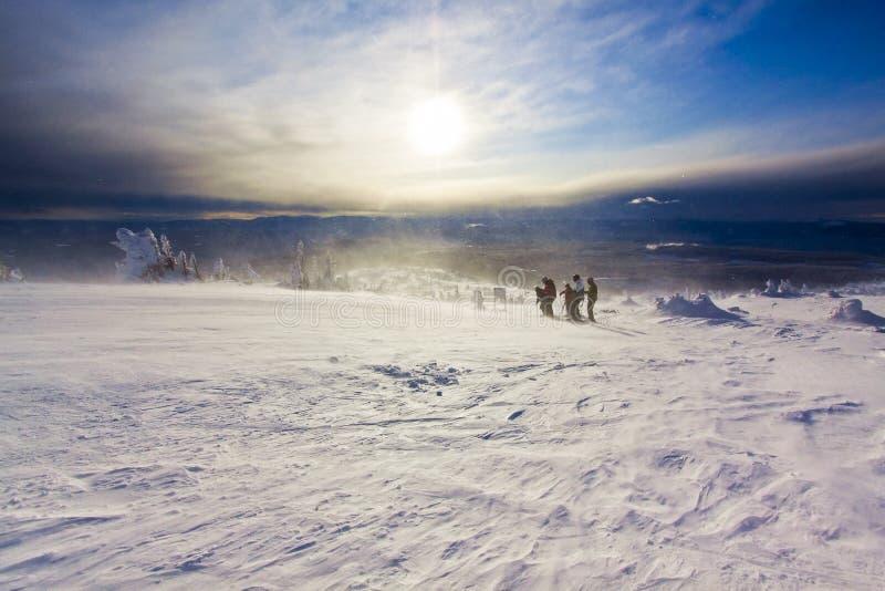 Condiciones del invierno en terreno alpino rugoso fotografía de archivo libre de regalías