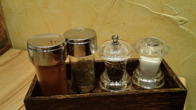 Download Condimentación En Las Botellas De Cristal Imagen de archivo - Imagen de coriandro, seises: 64206223
