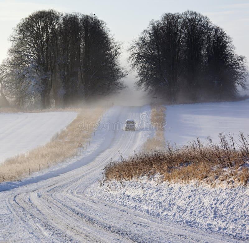 Conditions de conduite de l'hiver - brouillard et neige - l'Angleterre photos libres de droits