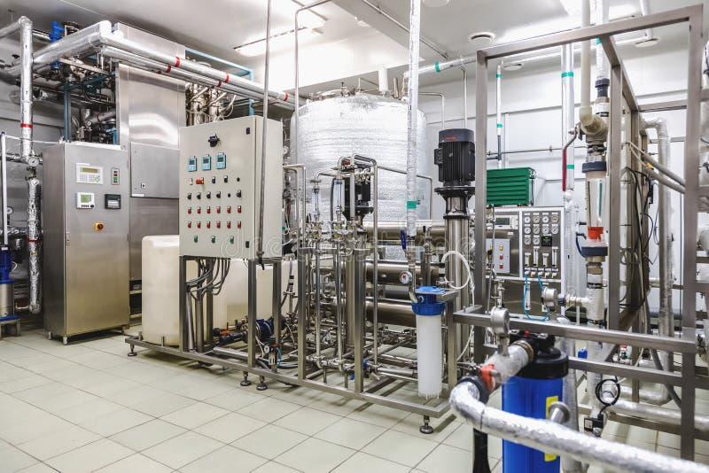 Condizionamento dell'acqua o stanza di destilation fotografia stock libera da diritti