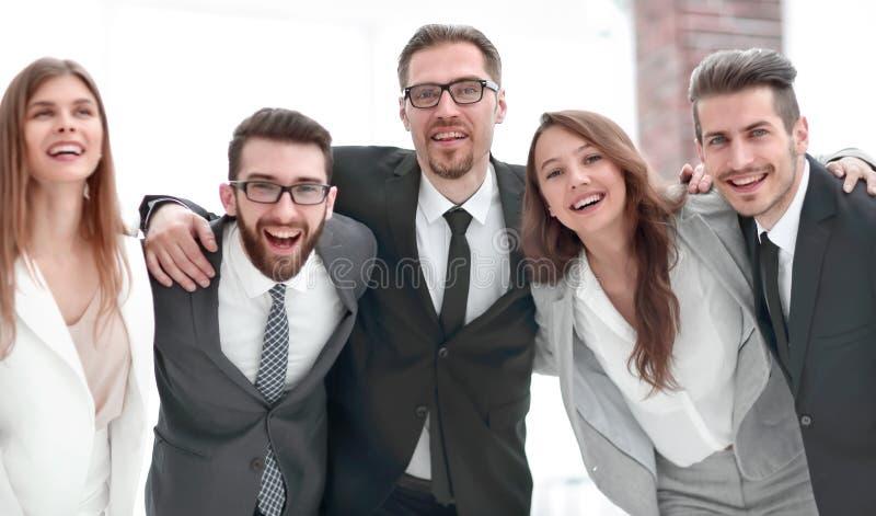 Condizione allegra del gruppo di affari nell'ufficio immagine stock
