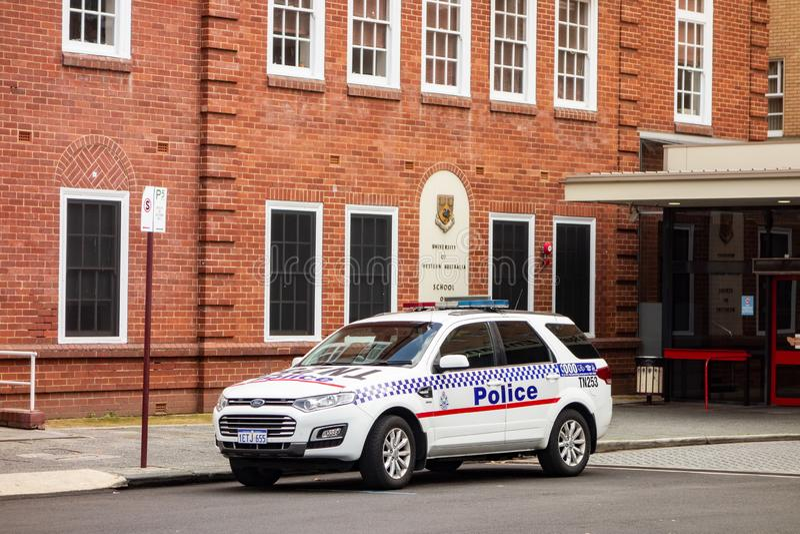 Condizione dell'automobile di Ford Territory SUV davanti all'università di Australia occidentale a Perth immagine stock