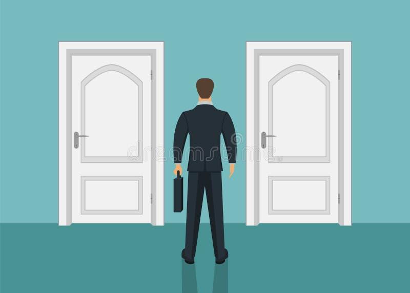 Condizione dell'uomo d'affari davanti alla porta Scelta del modo Muoversi in avanti fotografie stock