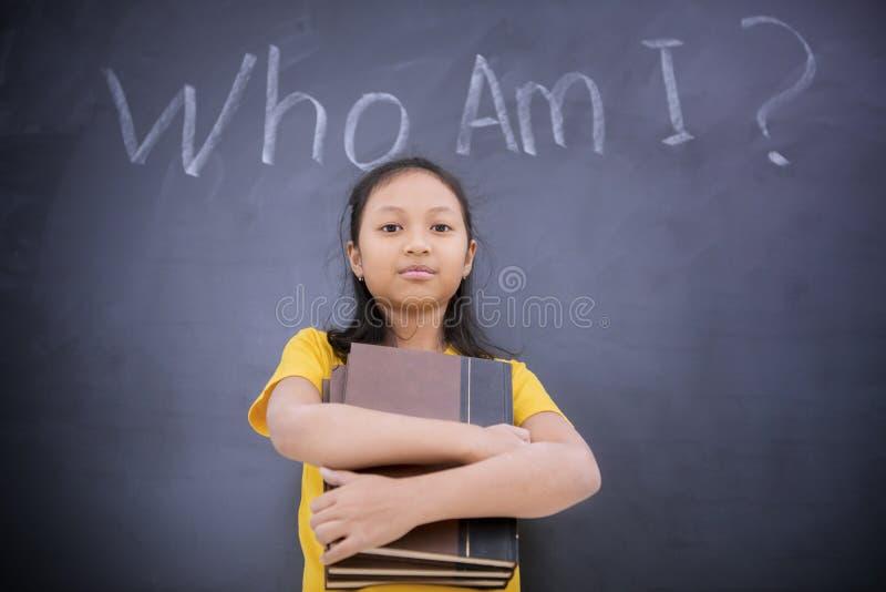 Condizione della scolara con il testo di chi sono I immagini stock libere da diritti