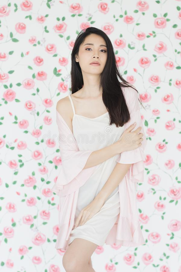 Condizione di modello della donna asiatica sexy dei capelli neri fotografie stock libere da diritti