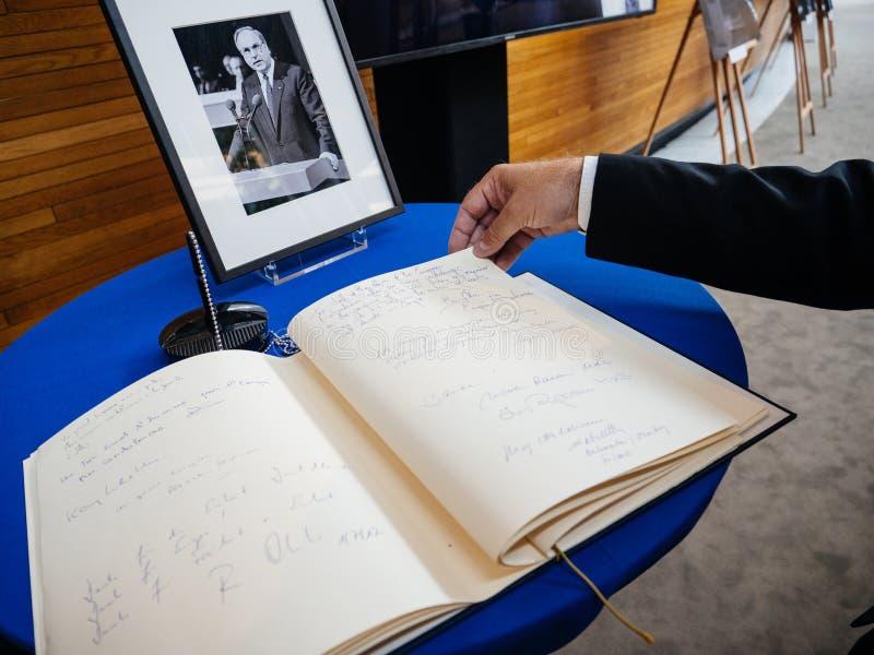 condoleances书赫尔穆特・科尔的欧洲议会的 图库摄影