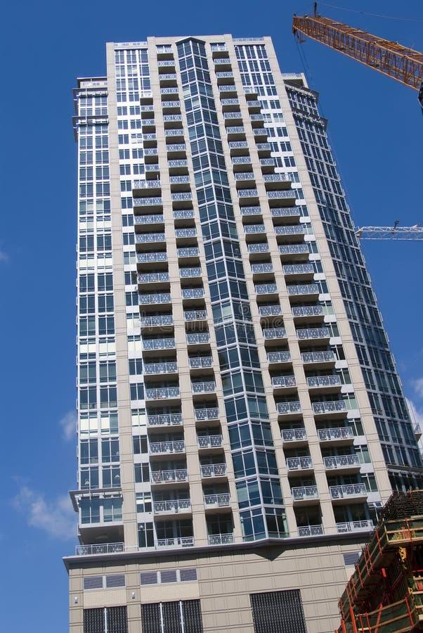 Condomínio residencial elevado imagem de stock royalty free
