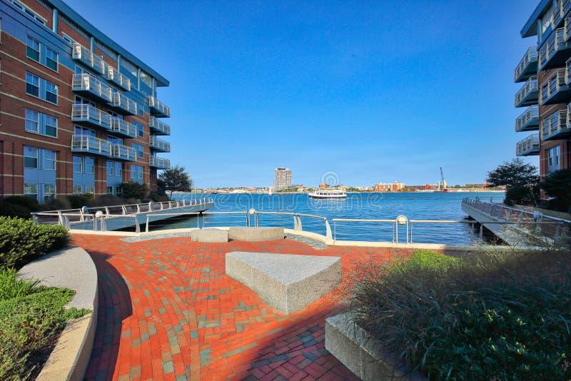Condomínios do luxo do porto de Boston fotos de stock royalty free