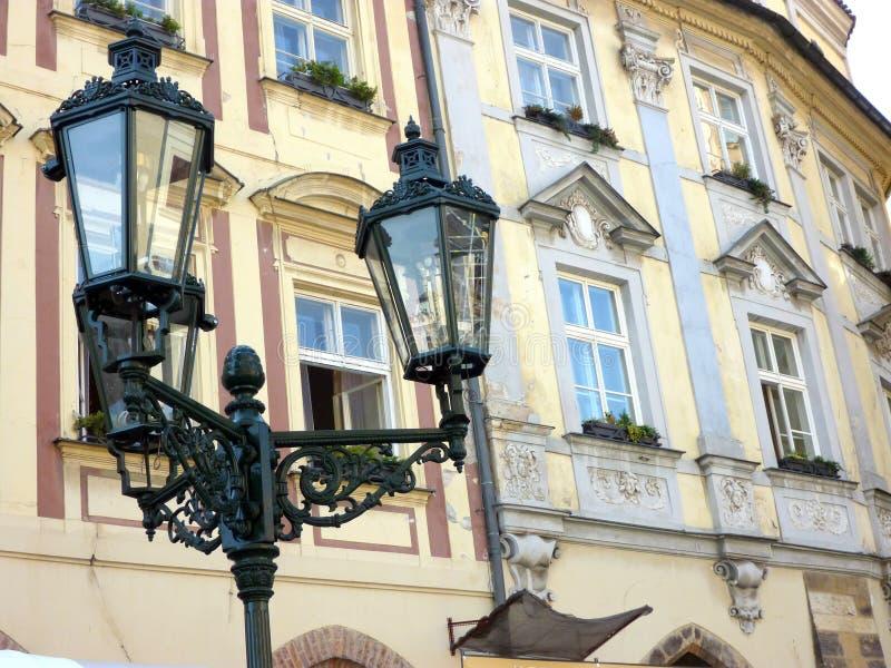 Condomínios históricos do apartamento de Praga, República Checa foto de stock royalty free
