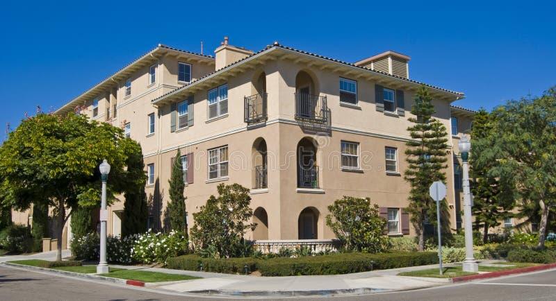 Condomini dell'alloggiamento della California fotografie stock libere da diritti