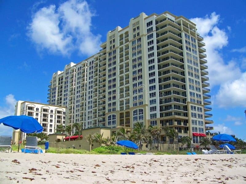 Condominio della spiaggia immagini stock