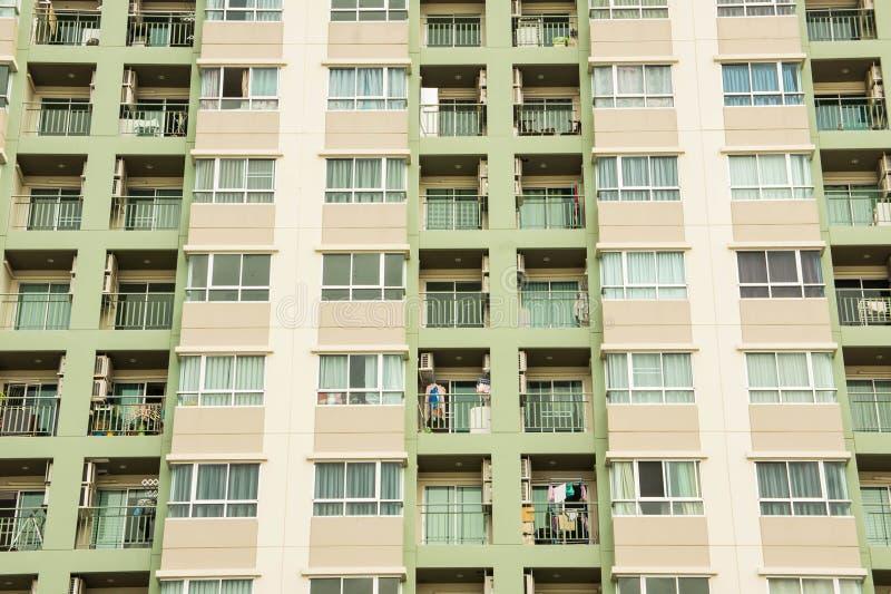 Condominio vivo urbano para el alto condominio de la subida del alquiler imagen de archivo