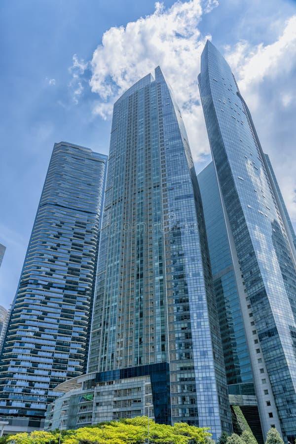 Condominios altos azules foto de archivo libre de regalías