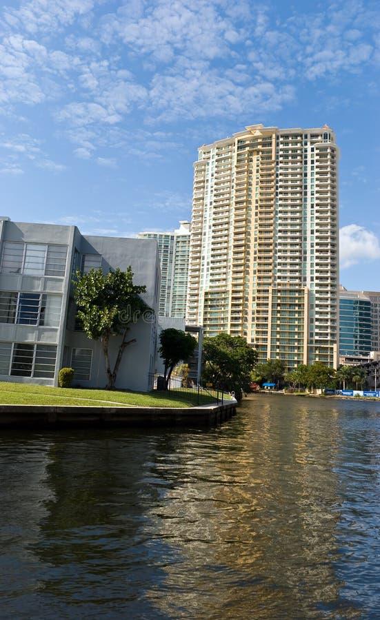 condominios de lujo en Fort Lauderdale, la Florida imagenes de archivo
