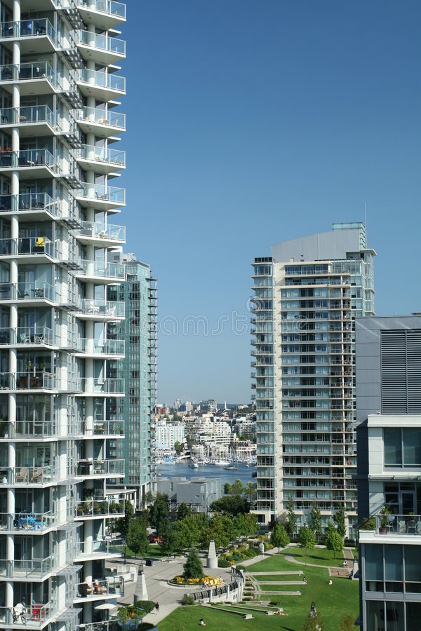 Condominios urbanos imagen de archivo libre de regalías