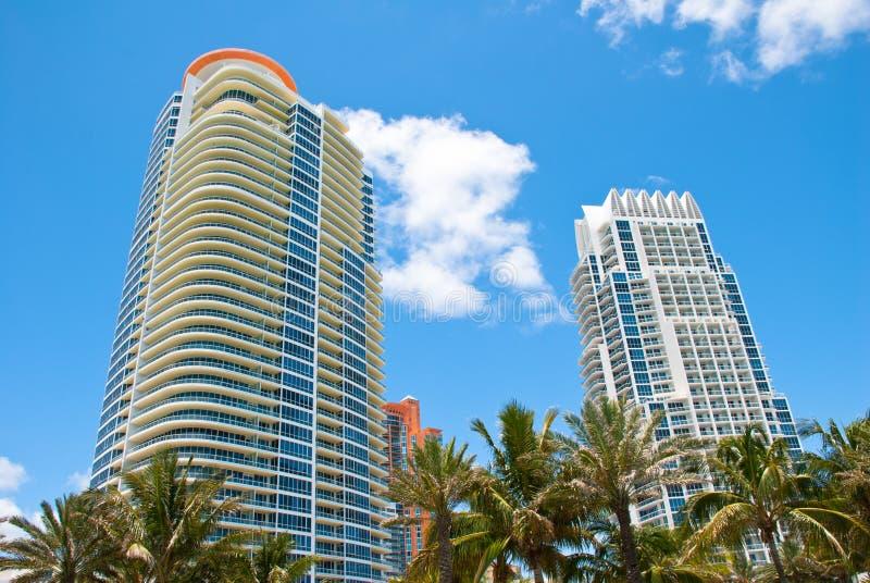 Condominiums du sud de High Rise de plage photographie stock