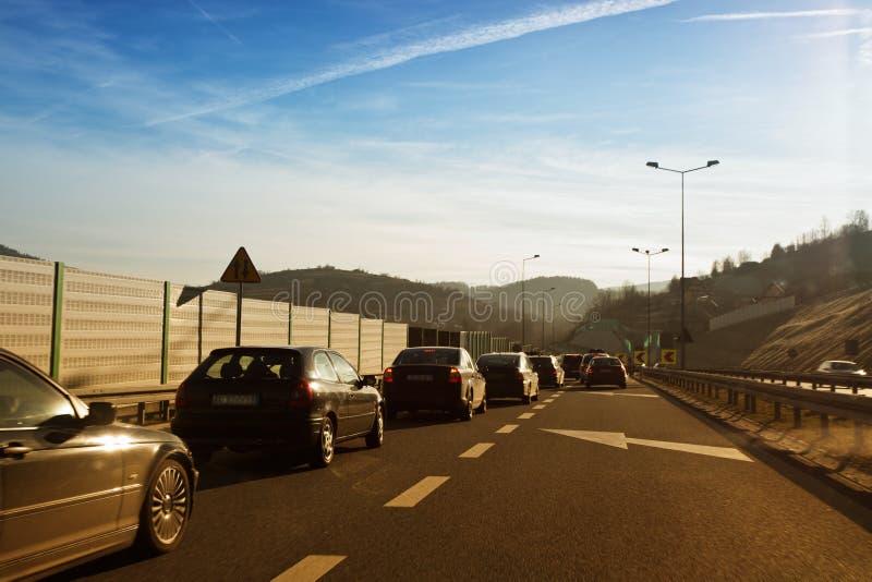 Condução de carros rapidamente na estrada secundária imagem de stock royalty free