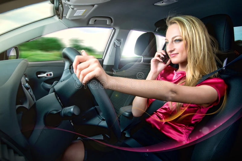 Condução e fala imagens de stock