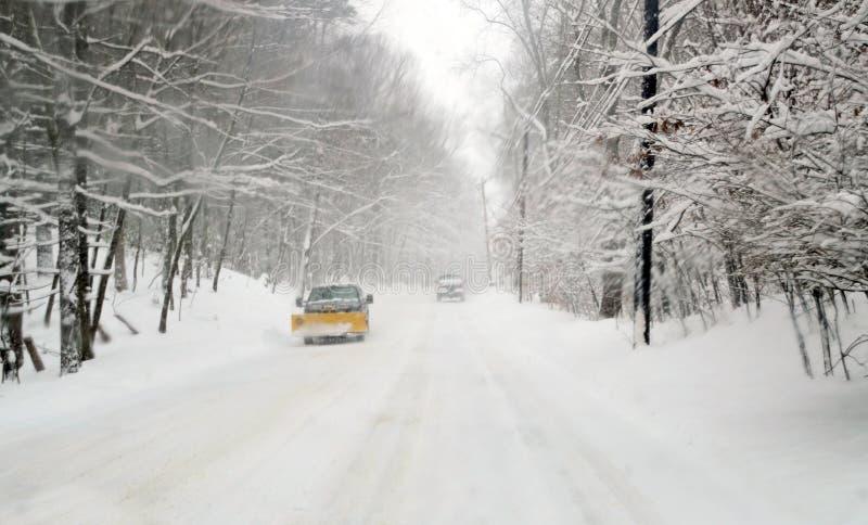 Condução na neve imagens de stock royalty free