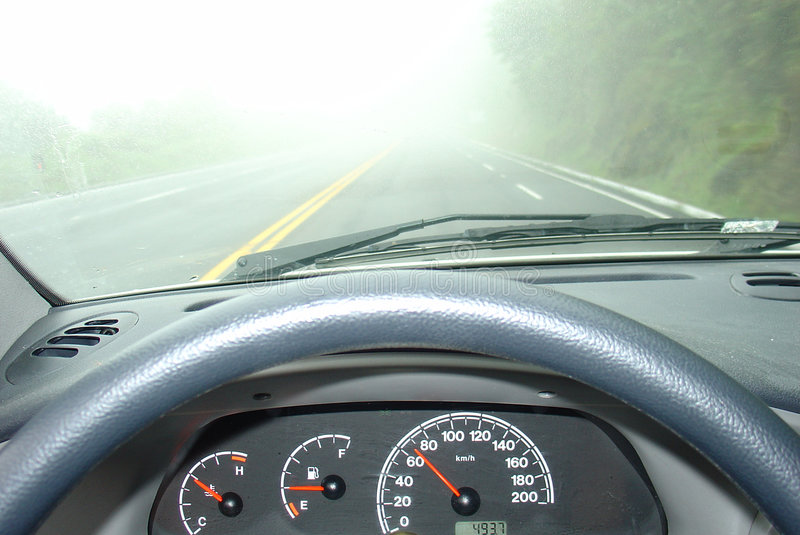 Condução em uma névoa foto de stock royalty free