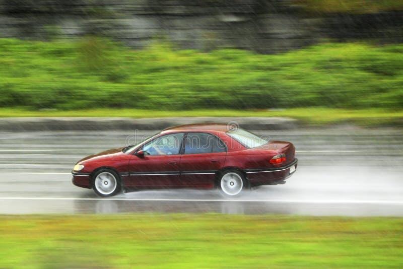 Condução na chuva fotos de stock