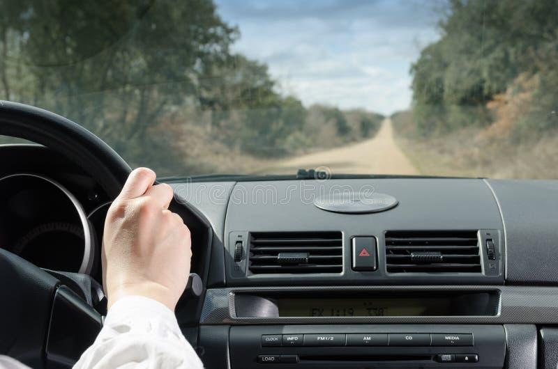 Condução na estrada reta fotos de stock
