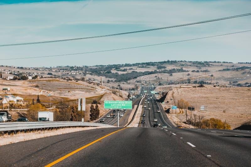 Condução nas ruas de Califórnia imagens de stock royalty free