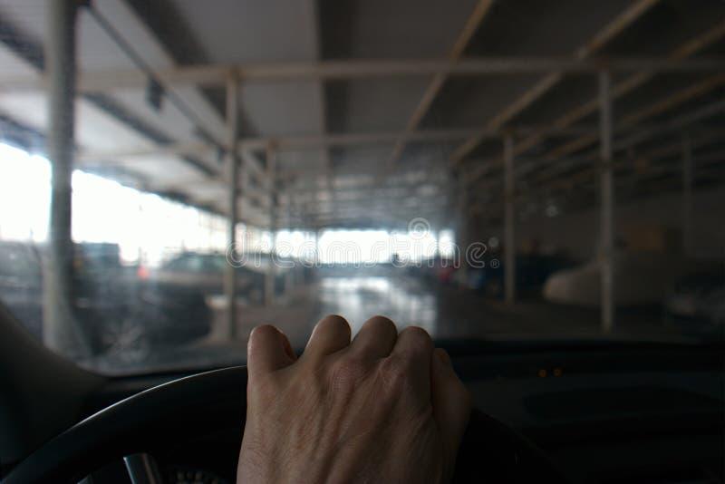Condução no estacionamento fotos de stock royalty free