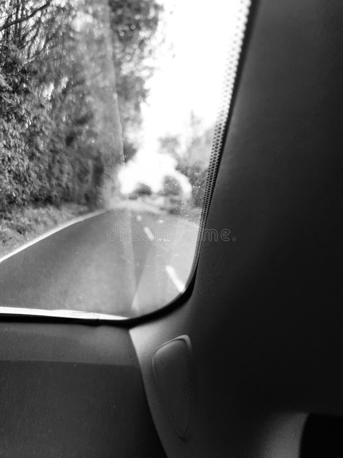 Conducción abajo de carril inglés del país fotografía de archivo libre de regalías