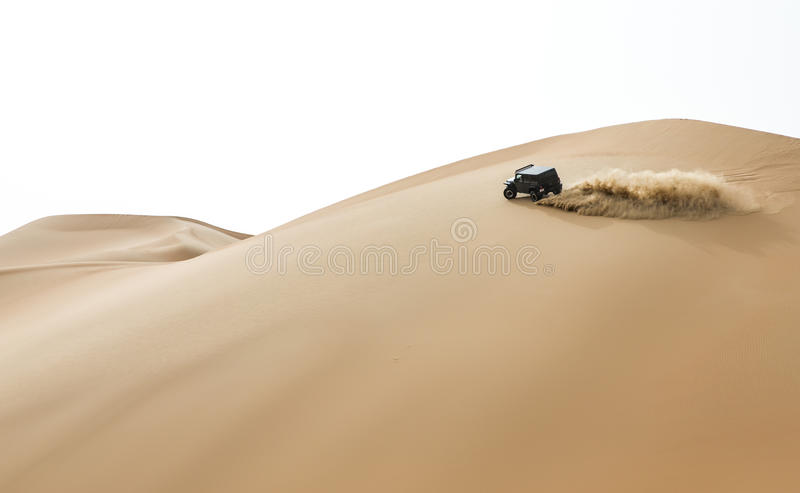 Conducción de automóviles en el al Khali Desert de la frotación en el cuarto vacío, en Abu imagen de archivo libre de regalías