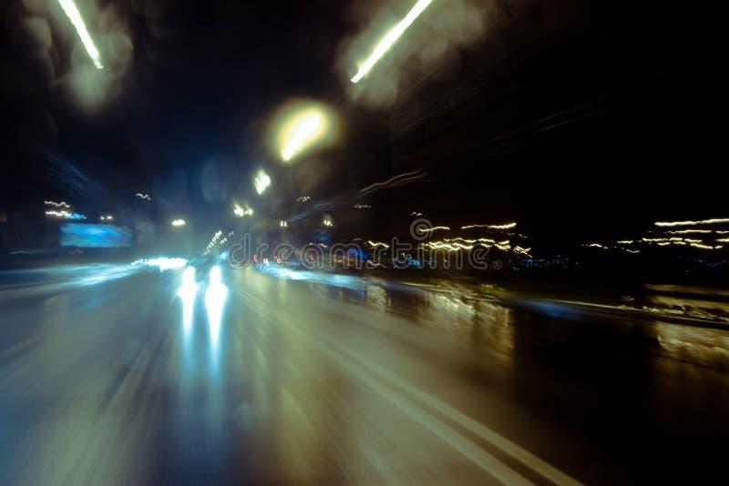 Conducción de la noche imágenes de archivo libres de regalías