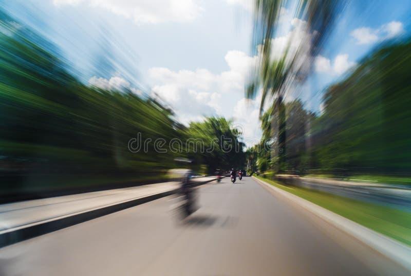 Conducción del tiro largo extremo borroso movimiento de la exposición del camino imagen de archivo